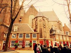 Oude Kerk III (Bambola 2012) Tags: amsterdam netherlands nizozemska paesibassi church chiesa crkva oudekerk old vecchia winter zima inverno prozor finestra window