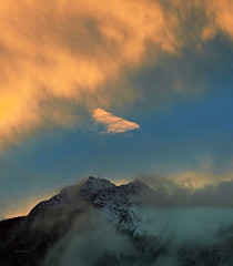 The upper border (Robyn Hooz) Tags: montagna cadore cime neve tramonto oro gold sunset cielo part confine threshold white veneto