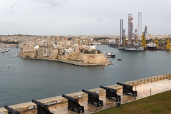 IMG_5629 Valletta Grand harbour Saluting Battery and commercial docks (Beth Hartle Photographs2013) Tags: malta gozo mediterranean island spring historic architecture valletta capitalcityofmata knightsofstjohn canons battlements harbour