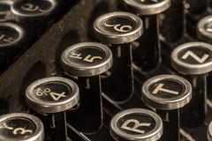 BackinTheDay / Macro Mondays (Rainer Fritz) Tags: alt schreibmaschine backintheday typewriter macromondays natur old