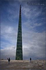 Obelisco Millenium, lo podemos encontrar en el Paseo de Labañou, A Coruña. (merche.r) Tags: acoruña cielo ciudad monumento millenium paseo