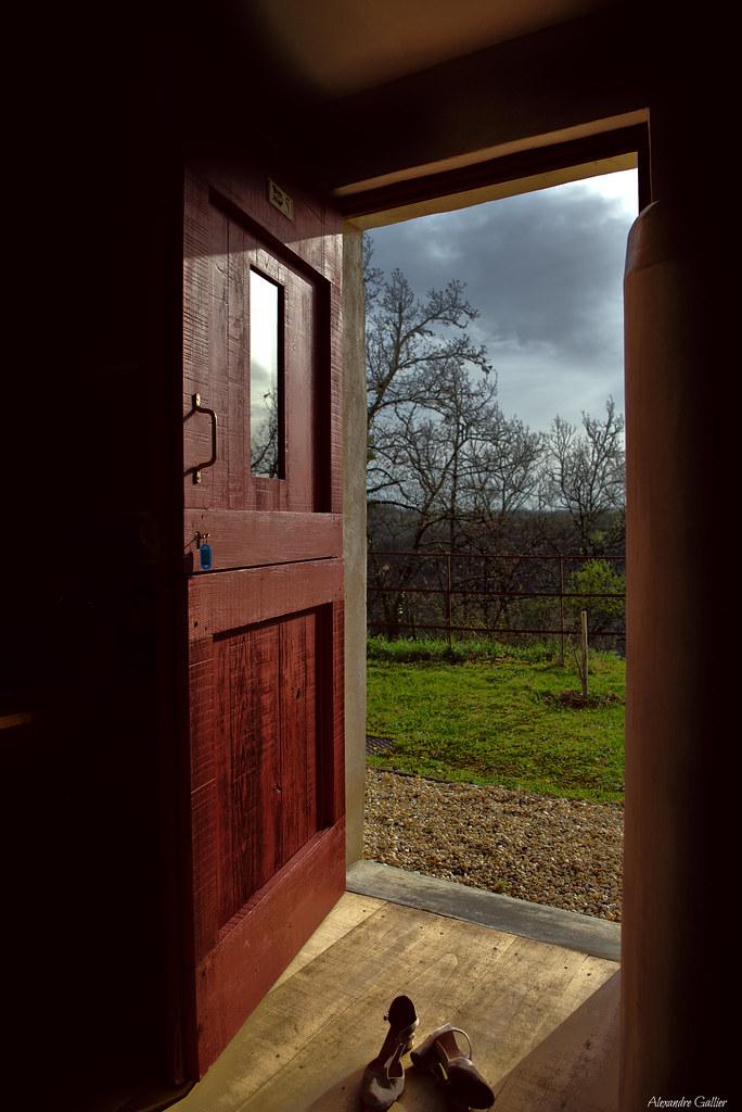 how to open door to solaire