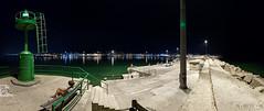 Notturno al porto 02_6043-6048 (Promix The One) Tags: sanbenedettodeltrontoap marche porto mareadriatico acqua massi pescatori faro barche pescherecci marineria banchina lampioni veduta riflessi panchina notturno fotopanoramica 6fotografie canoneos1dsmarkii canonef1635f4lisusm