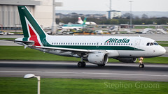 Alitalia Airbus A319-112 EI-IMO (StephenG88) Tags: londonheathrowairport heathrow lhr egll 27r 27l 9r 9l boeing airbus april16th2018 16418 myrtleavenue renaissanceheathrow alitalia az aza a319 a319100 a319112 eiimo