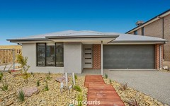 15 Graziers Cres, Clyde North VIC