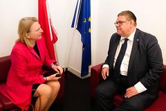 Karin Kneissl trifft den finnischen Außenminister Timo Soini