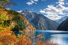 58990910_xl (Free Online Gallery) Tags: landscape jiuzhaigou long lake nature park china water tree travel fall tourism mountain green sichuan scenery autumn scenic forest amazing world blue peak snowy colorful beautiful pure peaceful asia tranquil valley clear tourist outdoor environment chinese foliage asian sky holiday jiuzhai yellow vacation national purity