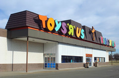 "Toys ""Я"" Us-Kids ""Я"" Us; Horseheads, NY in 2007 (The Caldor Rainbow) Tags: retro old school toys r us retail shop"