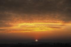 Sunset in Kentucky (Klaus Ficker --Landscape and Nature Photographer--) Tags: sunset sonnenuntergang evening abendsonne clouds wolken rays raysintheclouds red rot sun sonne kentuckyphotography klausficker kentucky frankfort usa canon eos5dmarkiv