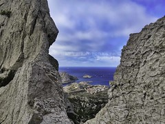 Île de Riou vue à travers le pas de la Demie-Lune - French Riviera - 20161016_121600 (jmlpyt) Tags: calanques paysage france marseille côtedazur provencealpescôtedazur cassis plage merméditerranée baie randonnéepédestre environnement europe falaise littoral turquoise activitédepleinair adrénaline angledeprisedevue bleu caillou destinationdevoyage eau hautlieutouristiquenational horizontal lagon lieutouristique mer nature parcpublic photographie pin pinacée pinède prisedevueenextérieur rocher tourisme touriste voyage landscape cotedazur landscapes mountain beach mediterraneansea summer bay hiking environment limestone cliff coastline outdooractivity angleofview blue stone traveldestinations water forest nationallandmark lagoon famousplace sea park photography pine pinaceae pinewood outdoors rock season tourism tourist travel