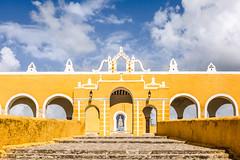 Las puertas amarillas (julien.ginefri) Tags: mexico méxico america latinamerica yucatán yucatan izamal