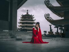 yen (Trang Duc Anh) Tags: vietnam vietnamese girl saigon hochiminhcity sony sonyalpha sonyfullframe sonya7ii a7ii fe50mm outdoor woman beauty beautiful feminine bellas flash cheapgear street pagoda yen noplan unexpected dance dancing costume 50mm 1lens onelens offflash mirrorless