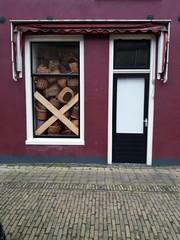 Rot-Körbchen (QQ Vespa) Tags: harlingen holland geschäft geschlossen clost korb körbe schaufenster city urban laden shop shopwindow