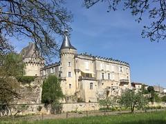 Quel est ce lieu??? Château de Jonzac (17) (Yvette G.) Tags: charentemaritime 17 jonzac poitoucharentes nouvelleaquitaine château