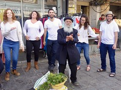 A star is born - 2, Shuk Mahaneh Yehuda, Jerusalem (Yekkes) Tags: israel jerusalem mahanehyehuda shuk market street urban jews jewish sing dance joy happines clap old elderly young herbs surprising middleeast