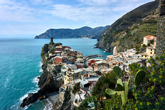 Vernazza (fede.piste) Tags: spring colors sony alpha 6000 italy italia 5 terre view see nature city capture landscape blaue vernazza