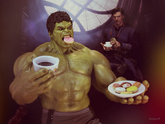 Hey, Banner! Watch your manners! (Anna_Mai) Tags: hottoys actionfigures actionfigure hulk doctorstrange avengers marvel mcu onesixthscale