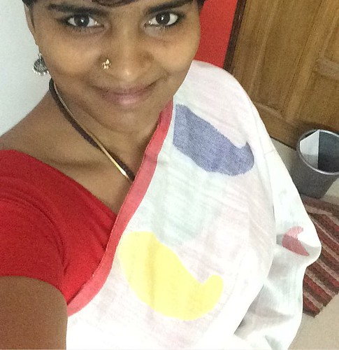This is a #khadisaree that was bought from #khadi shop from #Wardha along with a friend. She bought this for me. This is one of my first white saree ( not off white). It's interesting to see that how #comfortable these #cotton based  fabrics are in temper