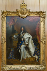 Louis XIV (Djof) Tags: voyage trip travel paris france art museum painting emblem gold heraldry coatofarms arms louvre or charlemagne royal muse peinture collection painter sword crown stmichel lys rigaud saintmichel blason armes louisxiv peintre cordonbleu musedulouvre holyspirit carolusmagnus couronne joyeuse stmicheal armorial blazon pe 1701 hraldique saintesprit emblme armoirie stesprit cottedarmes ordredesaintmichel ordredesaintesprit