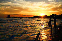 fine delle vacanze (v_a_n_n_i) Tags: sunset sea vacation sun color beach torre fine salento lecce portocesareo chianca