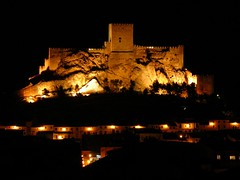A night view / Una vista nocturna (JuanmiZ) Tags: espaa castle spain almansa castillodealmansa