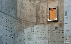 Fenster oder Tür (mitue) Tags: berlin urbanfragment guesswhereberlin guessedberlin amerikanischebotschaft