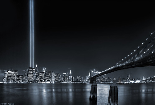 World Trade Center Tribute in lights, Brooklyn Bridge, September 11 2006