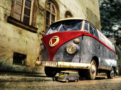 dVan (dElay) Tags: family blue red sky baby texture scale volkswagen mom delay pants d lol cracow kazimierz widnows tyui krakoff winnerflickrsweekly50contest kkfav kr1595k hadlights kkblog