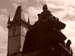 Prague (mattrkeyworth) Tags: statue prague sony praha townhall oldtownsquare p12 dscp12 mattrkeyworth