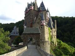 Burg Eltz (mattrkeyworth) Tags: castle germany deutschland sony burgeltz allemagne v1 burg dscv1 eltz mattrkeyworth