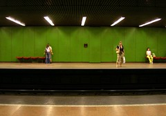 à la Hopper #2 (loungerie) Tags: light verde green colors painting underground top20favorites wonder metro budapest tube loveit metropolitana hopper luce verte copertina hopperesque dipinto ie2007boundaries ie2007boundaries–3 ie2007boundariesloungerie