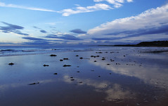Beach at Kingsbarns (Viche) Tags: blue sky reflection beach scotland fife mm ssc kingsbarns interestingness10