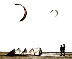 Kitesurf (pericoterrades) Tags: ocean sea water sport mar seaside sand agua bravo waves 2006 atlantic arena verano deporte kitesurf olas siluetas oceano atlantico cometas puntapaloma pericoterrades puntaumbra aguj