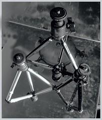 Anglų lietuvių žodynas. Žodis camera tripod reiškia fotoaparato trikojo lietuviškai.