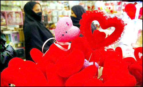 "Pakistani women look ""Valentines Day"" items at a shop"