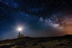 favaritx-25600 (Ruben_DiazM) Tags: faro lighthouse night nocturna noche tokina 28 canon longexposure largaexposicion largaexposición menorca baleares vialáctea milkyway