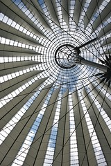 Sony Center # 2 (just.Luc) Tags: berlin berlijn contemporary contemporain eigentijds architectuur architecture architektur arquitectura building gebouw gebäude bâtiment lines lijnen lignes curves allemagne deutschland duitsland germany europa europe