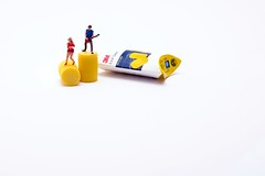 Soundproofing (abnormally average) Tags: preiser littlepeople miniatureart miniature hofigures hoscale tinypeople smallworld musicians earplugs soundproof guitarist fun humour humor art 3m souppickle abnormallyaverage spickle