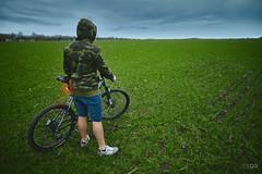 Green Rider (kle1n) Tags: grass sky field bike rider green spd