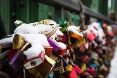 Eiserner Steg and locks (Sam García GA.) Tags: frankfurt germany europe eisernersteg bridge meno river locks love