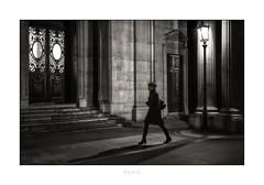 Paris n°181 - Un Passant Dans La Passage (Nico Geerlings) Tags: ngimages nicogeerlings nicogeerlingsphotography paris france louvre museedulouvre museum night nightphotography streetphotography leicammonochrom 50mm summilux passagerichelieu solitude