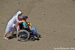 Lourdes 273-A (José María Gil Puchol) Tags: aquitaine basilique boutique catholique cathédrale cierge eaumiraculeuse fidèle france handicapé infirmière josémariagilpuchol lourdes paysbasque prière pyrennées pélèrinage religion