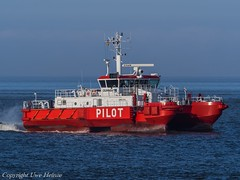 Pilottender Duhnen (U. Heinze) Tags: cuxhaven elbe nordsee schiff ship olympus vessel boot