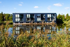 _DSC0887 (durr-architect) Tags: almere modern housing lake water statue art light