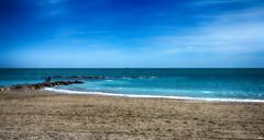 Tierra, mar y cielo II (candi...) Tags: arena playa mar personas agua cielo rocas naturaleza nature airelibre sonya77