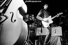 Howlin' Jaws (Joe Herrero) Tags: aprobado howlin jaws francia rock roll rockabilly concert concierto bolo gig directo live contrabajo guitarra fender jaguar