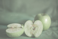 Green apple (pierfrancescacasadio) Tags: marzo2018 22032018840a5590 apple mela melaverde greenapple lifeisarainbow 50mm 1052 organic green lightgreen