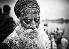 SGUARDO (daniele romagnoli - Tanks for 25 million views) Tags: bestportraitsaoi ritratto pirtrait nikon d610 india mathura occhi eyes sguardo face romagnolidaniele viaggio reportage travel bw bianconero blackandwhite monochrome oldman vecchio