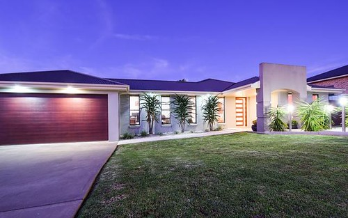 1 Settlers Place, Young NSW