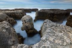Laberinto . (Emilio Rico Uhia) Tags: calendario algarve albufeira europa rocas mar oceano portugal sedas d7200 sigma1020 emilioricouhia tripode efectos